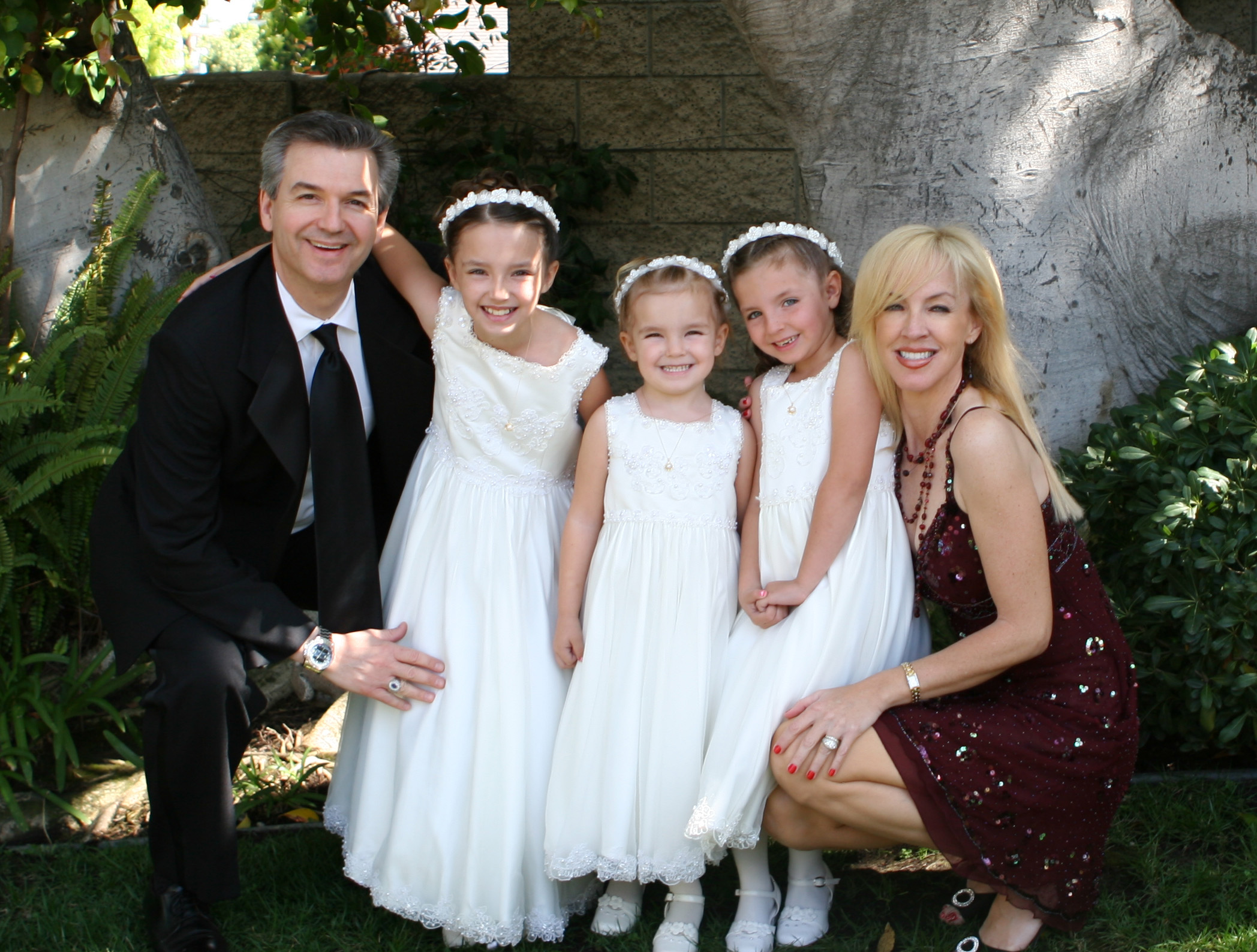 Dr. Sexton Dermatologist in Irvine, California with his wife Robin and his daughters Colette, Camille and Chloe